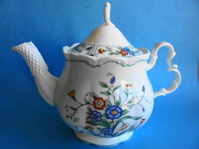 ROYAL ALBERT TEA POT HAMLYN LIKE NEW