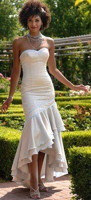 I love her hair. Follow us @SIGNATUREBRIDE on Twitter and on FACEBOOK @ SIGNATURE BRIDE MAGAZINE