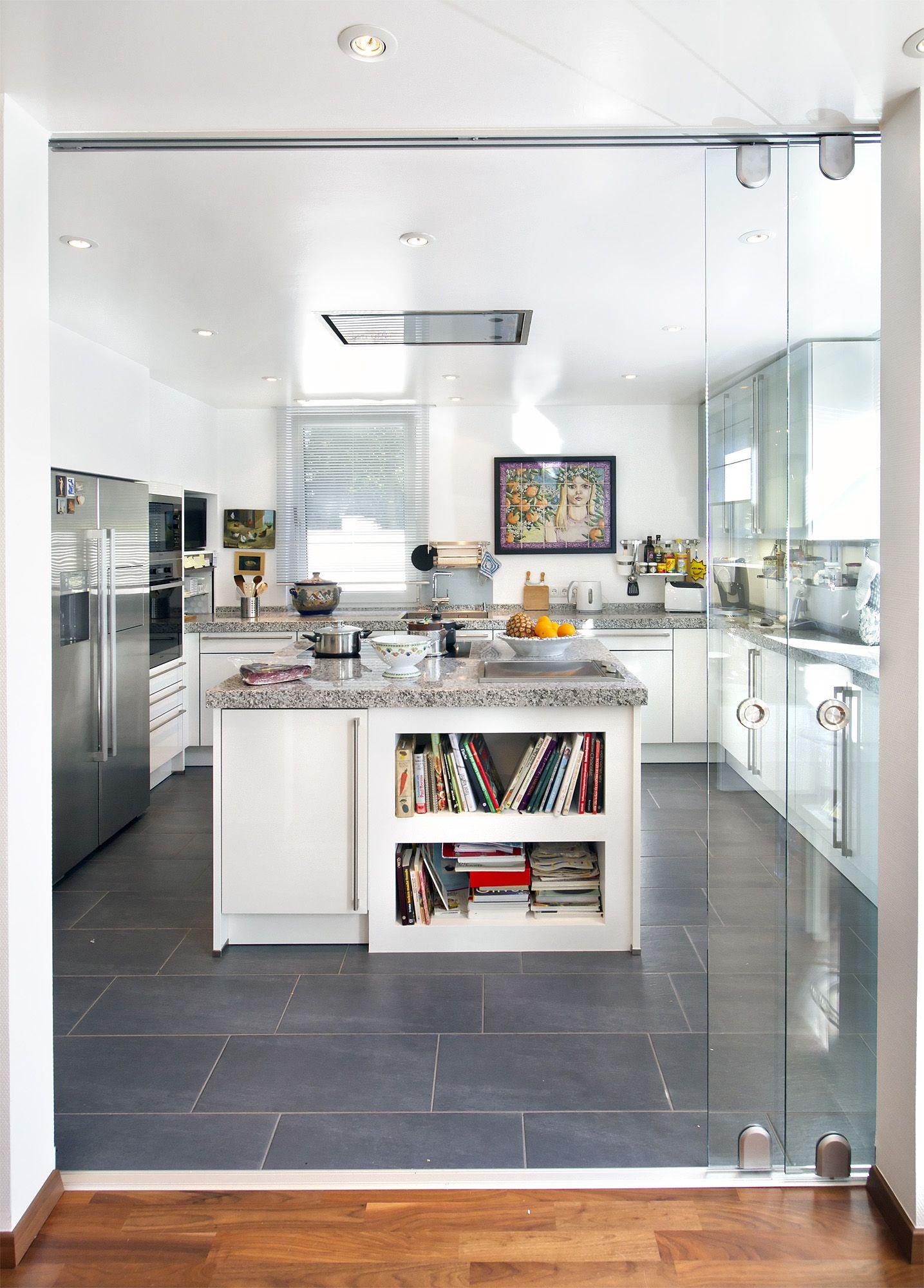 Moderne Küche, Sonderentwurf in Winkelbauweise. #HAACKEHAUS #modern ...