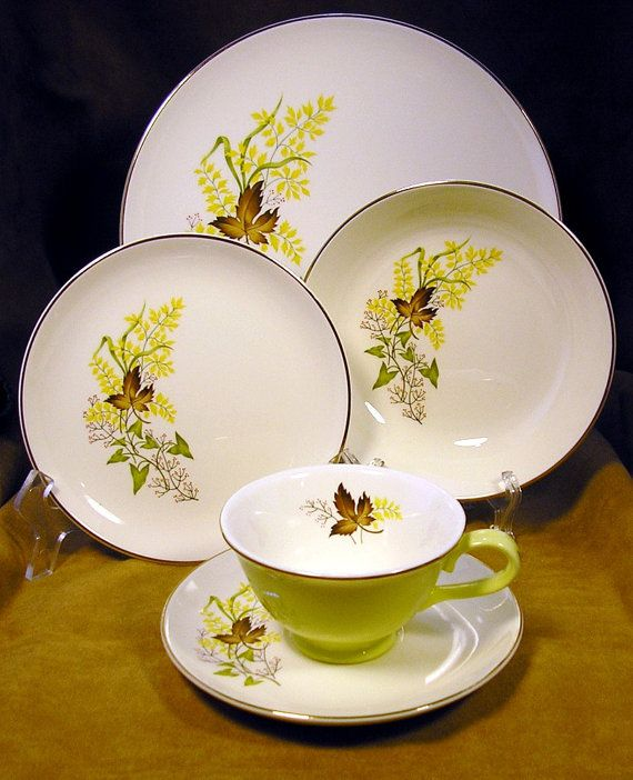 TST Leaf ou0027 Gold place setting in pale chartreuse with dinner plate Bu0026B plate salad bowl cup and saucer Falling for Fall & TST Leaf ou0027 Gold 1950s 5-piece place setting in pale chartreuse with ...