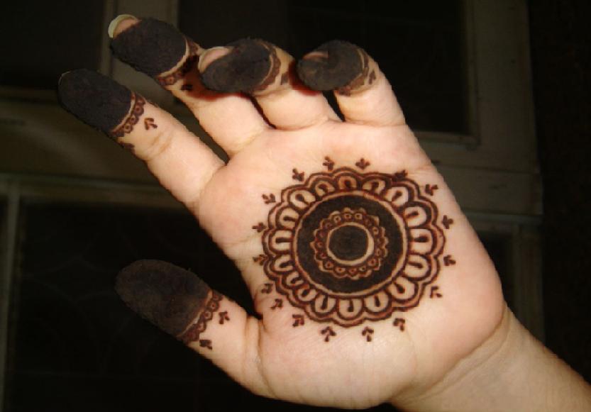 Simple Arabic Circular Mehndi Design