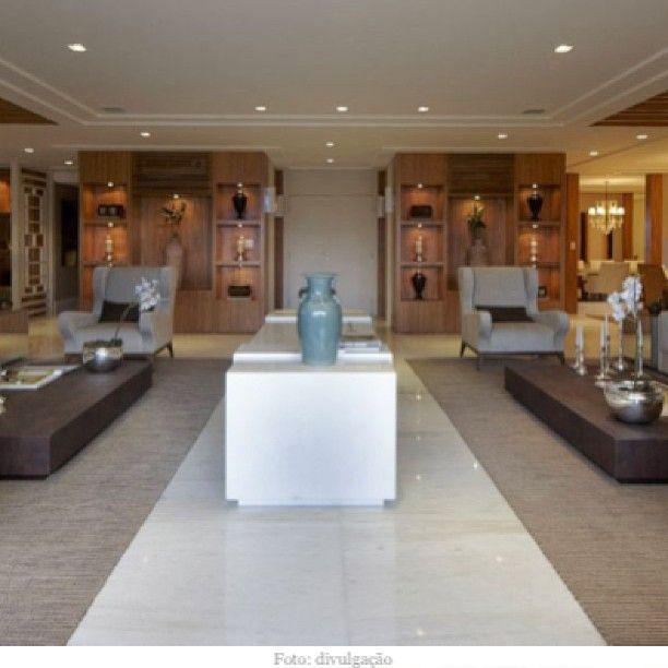 """Qdo a simetria deixa charmoso, sem cair no """"óbvio"""". Apartamento em BH, projeto da arquiteta Maithia Guedes, que eu admiro muito. Tinha certeza que vcs iriam amar! @maithiaguedes"""