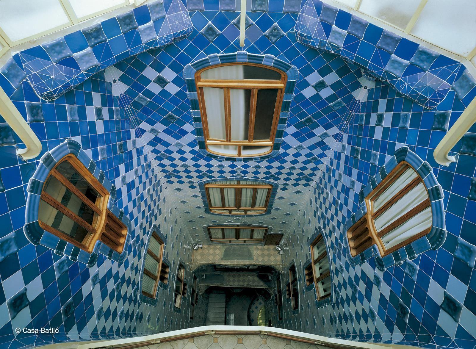 Patio Interior De La Casa Batlló 1906 By Antoni Gaudí En