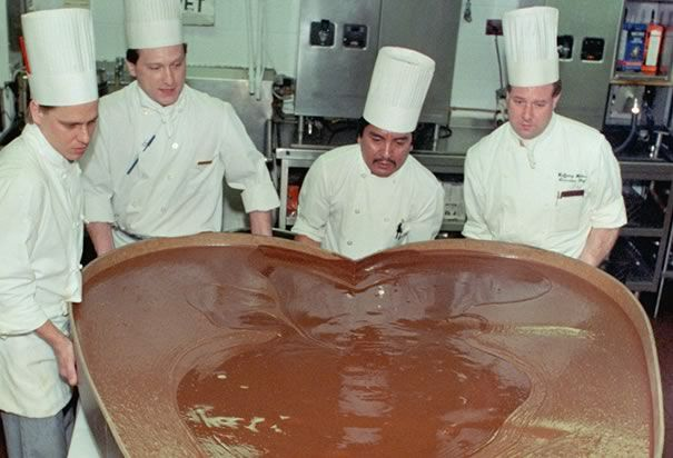 this 350 pound chocolate heart was prepared for the american heart, Ideas