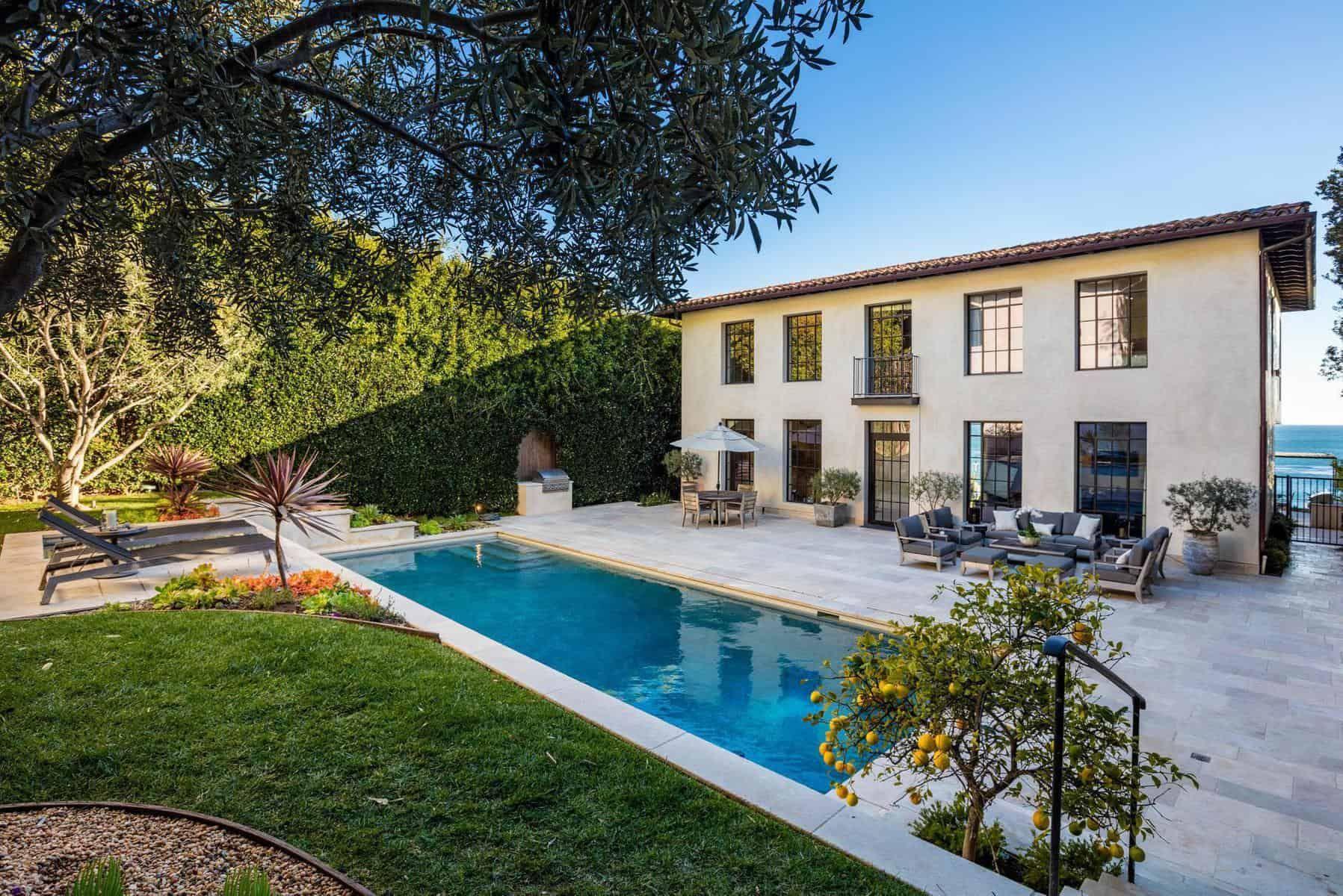 Aaron Rodgers And Danica Patrick Just Bought This 28 Million Malibu Mansion In 2020 Malibu Mansion Malibu Homes Malibu Beach House