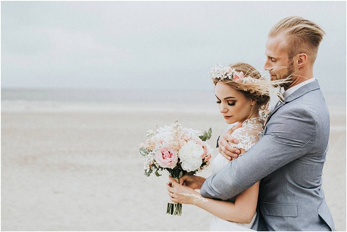 Strandhochzeit In Renesse Bride And Groom Hochzeit Bilder Braut