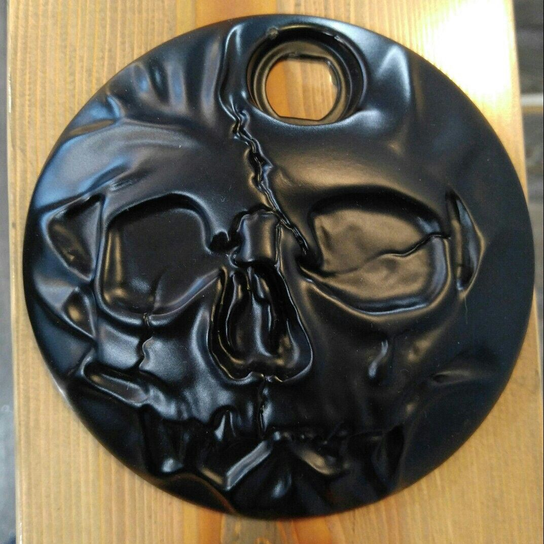 Harley-Davidson touring fuel door with natural skull pushing through. These are powered coated & Harley-Davidson touring fuel door with natural skull pushing ...