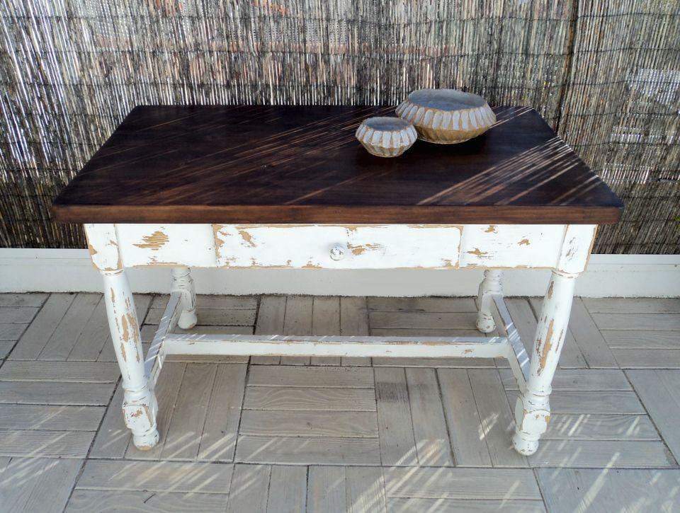 Mesa r stica de madera maciza con las patas en blanco y el - Mesa madera rustica ...