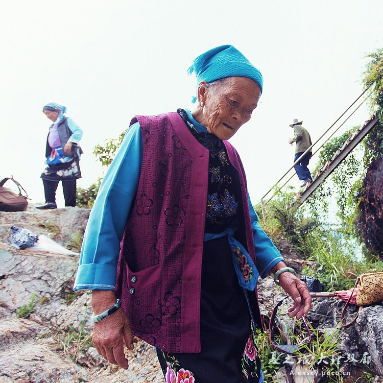 Find out about Chinese life today.   Sichuan Province Rural life Chinas sichuan