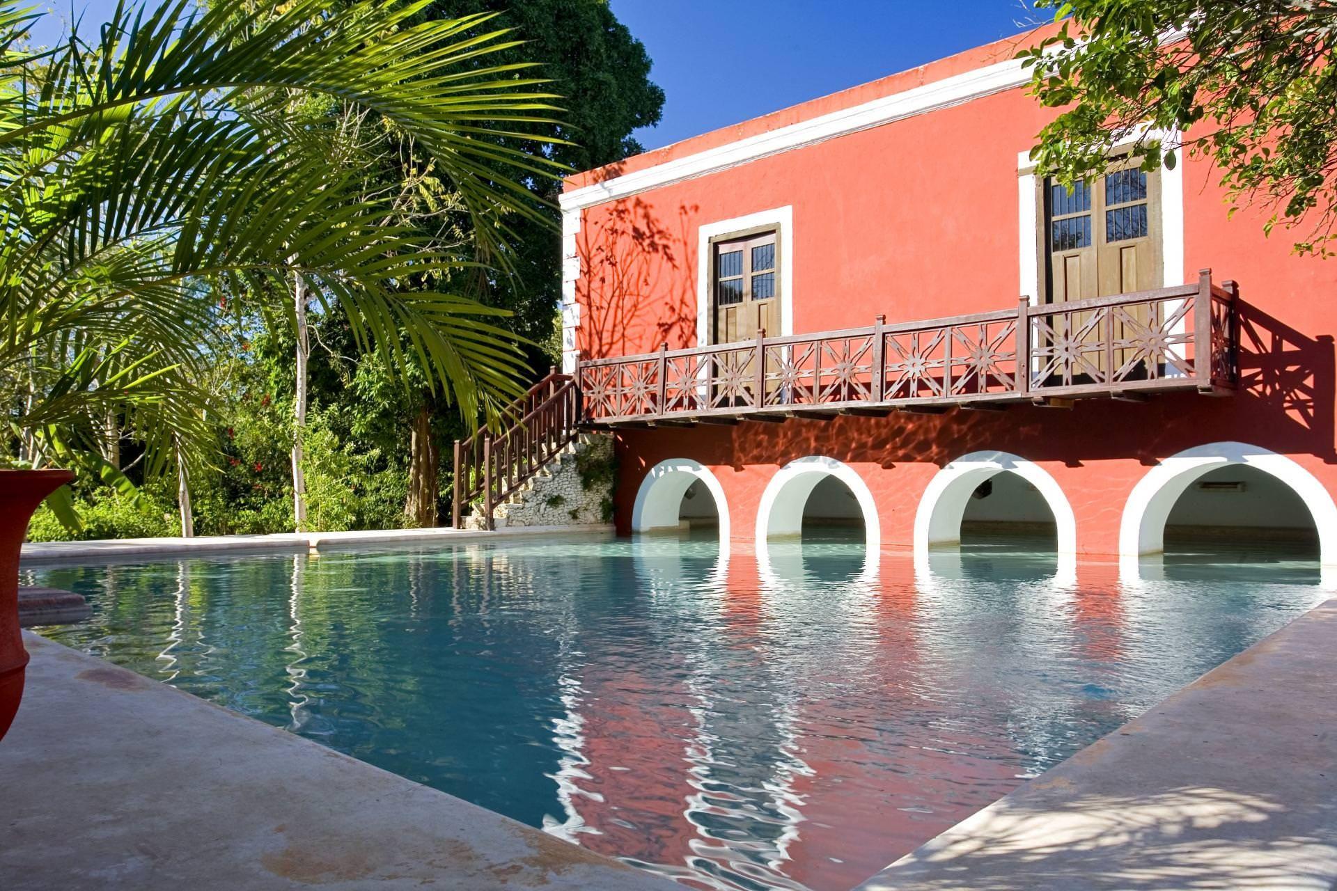 Piscina del hotel hacienda Santa Rosa en Merida Peninsula de