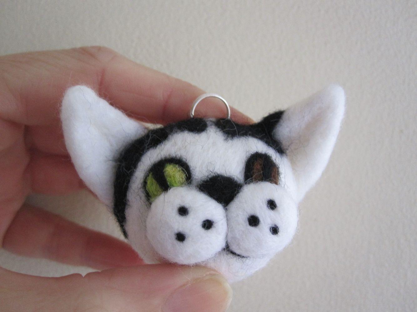 Needlefelted custom stupidcats bag charm, based on the customer's real-life cat. 2010-2012