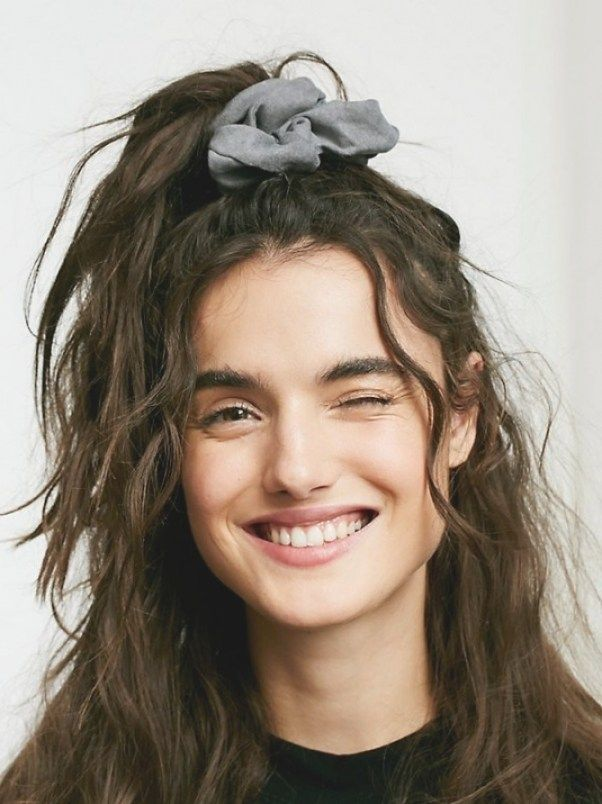 90s Hairstyle Butterfly Clips Hairstyles 90s Hairstyles 90s Butterfly Clips Hairstyl 90s Hairstyl In 2020 90er Frisuren Frisur 90er Party 90er Party Outfit