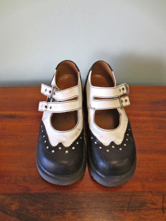 1.5 American Eagle Kid/'s Brown Mary Jane Heels Size
