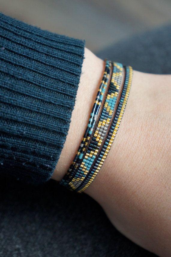 Set de 4 pulseras hechas a mano con cierre plateado por YRSarmcandy