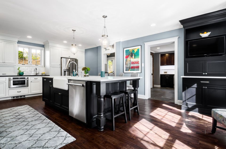 Jim Bishop St Cloud Off White and Black Cabinetry. Quartzite and ...