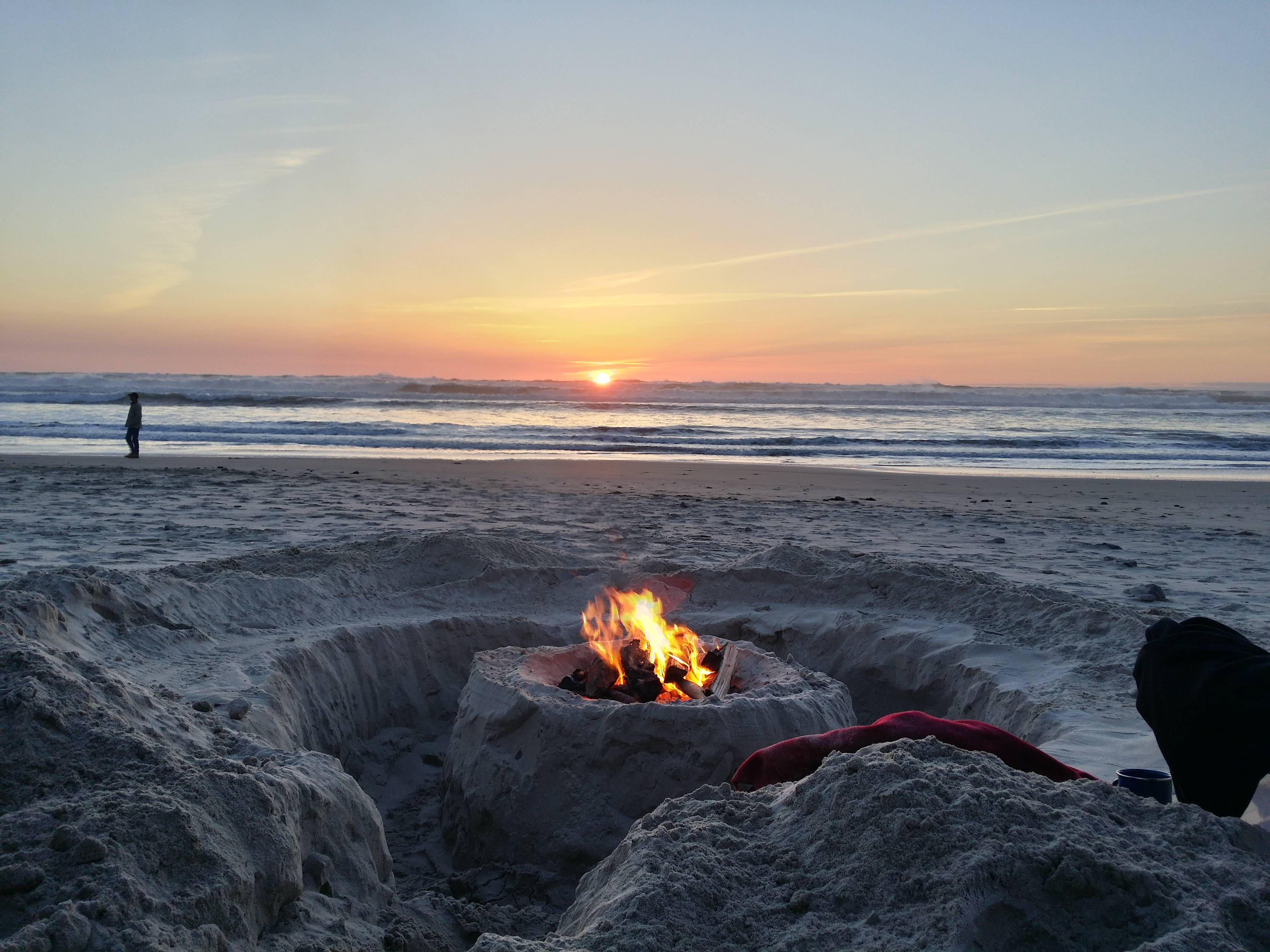 Awesome Bonfire Idea Beach Fire Pit Beach Night Beach