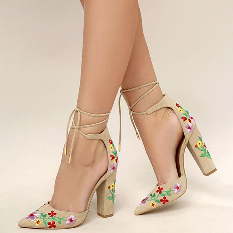 8460fd9cb73 Shoespie Elegant Floral Embroidered Chunky Heel Pumps