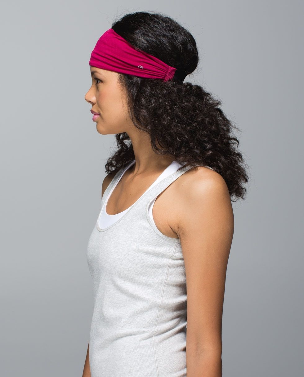 When we tackle an intense practice or workout, we don't want to worry about our hair or our headband. This extra wide headband helps keep our mane (and our sweat) out of the way, and is made with Mesh so light we forget we're wearing it. Bang on.