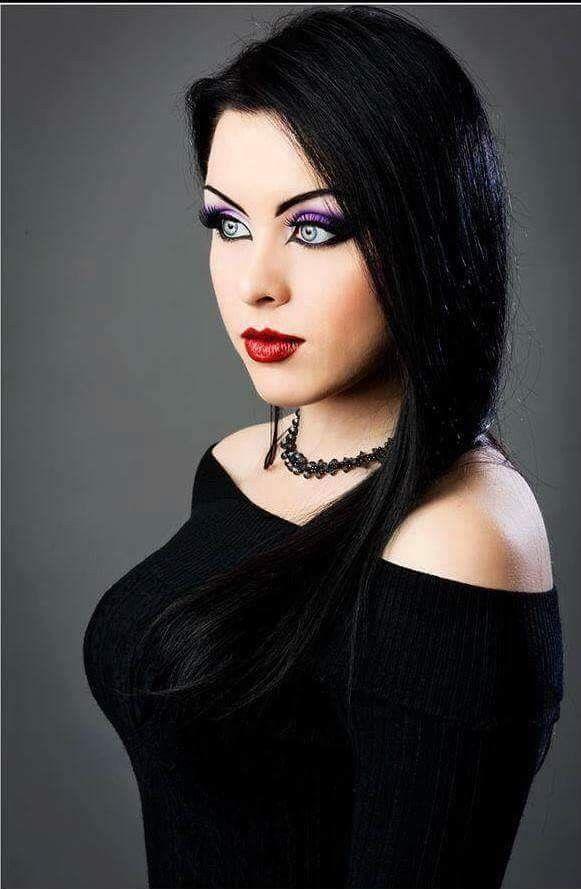 pingl par gandoulf feufeu sur lady kat eyes beaut gothique filles gothiques et femme gothique. Black Bedroom Furniture Sets. Home Design Ideas