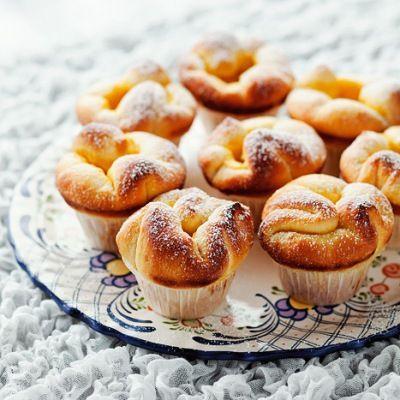 Fransk, søtt bakverk i muffinsformer er en vinner på brunsjbordet.