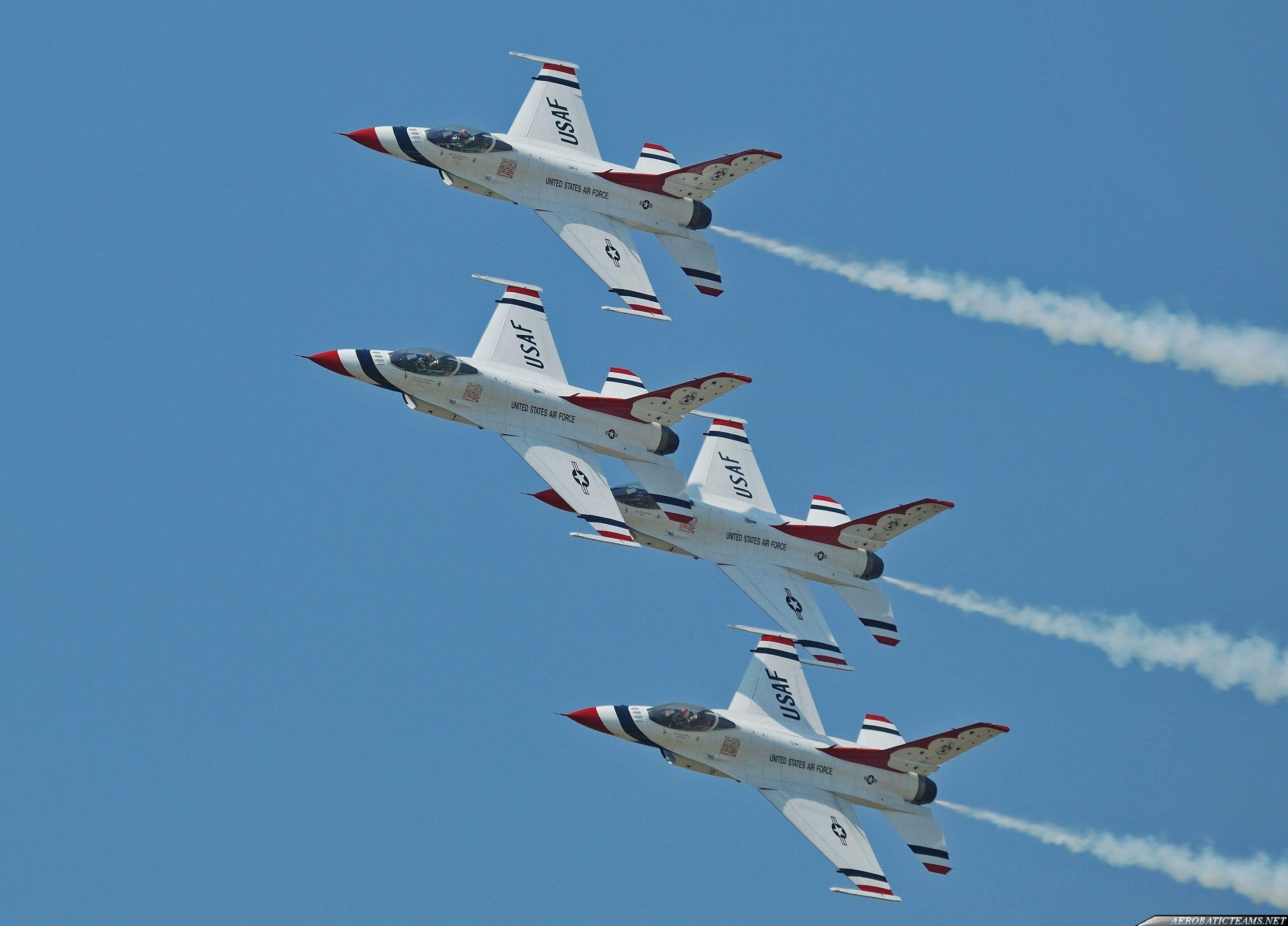 Pin By Alexander Haralambiev On Aerobatic Teams Usaf Thunderbirds Air Show Air Race