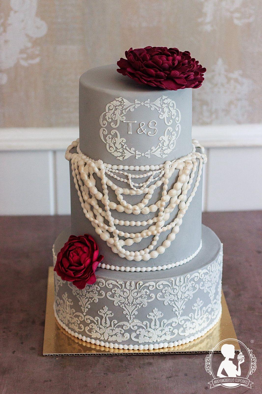 Hochzeitstorte Vintage 20er Spitzenmuster Perlenkette Pfingstrose