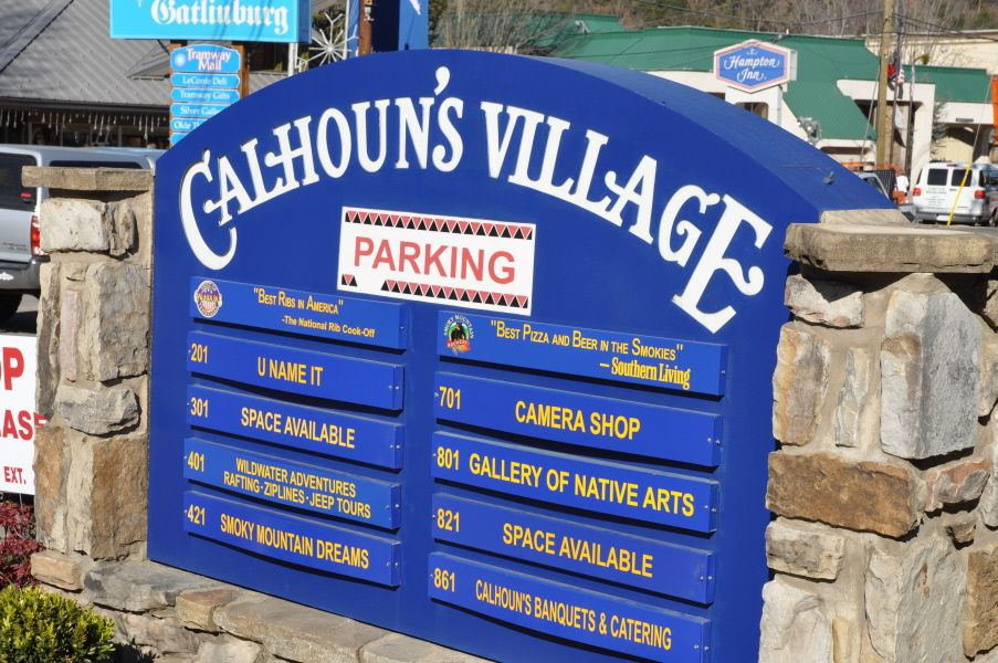 Eat And Shop Calhoun S Village So Much To Do You And Your Family Will Have A Terrific Time Restauran With Images Gatlinburg Gatlinburg Hotels Hotels In