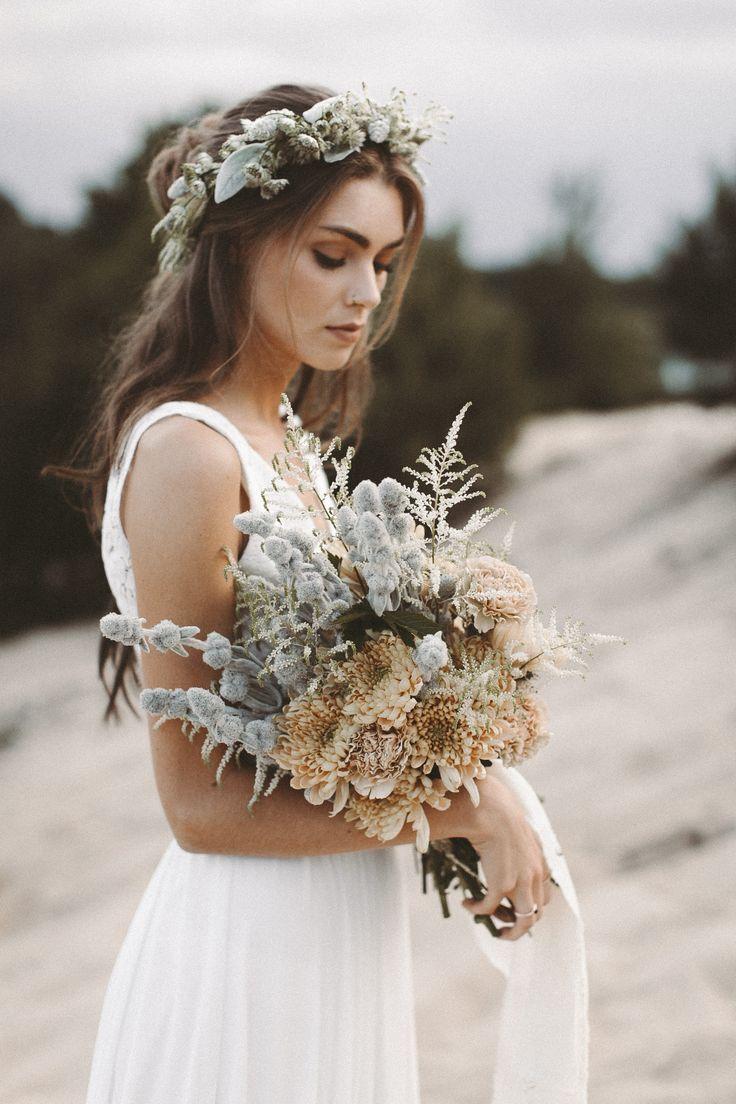 Zweiteiler Brautkleid Aus Spitze Boho Blumenkranz Vintage Brautstrauss