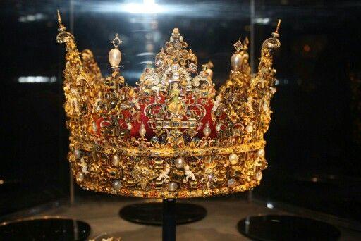 Danish crown #crown  #rosenborg  #copenhagen  #københavn  #nofilter  #nophotoshop  #stellahaugephoto