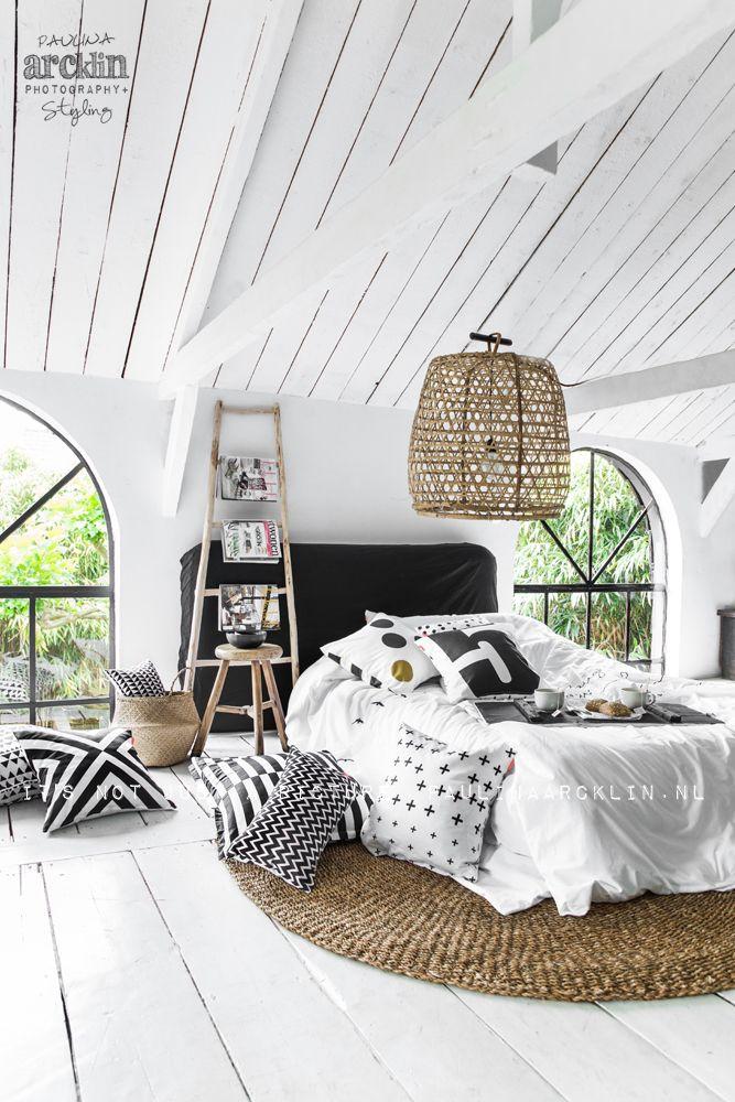 Schwarz wei mit rattan alte dielen ganz in wei bedroom pinterest schlafzimmer - Rattan schlafzimmer ...