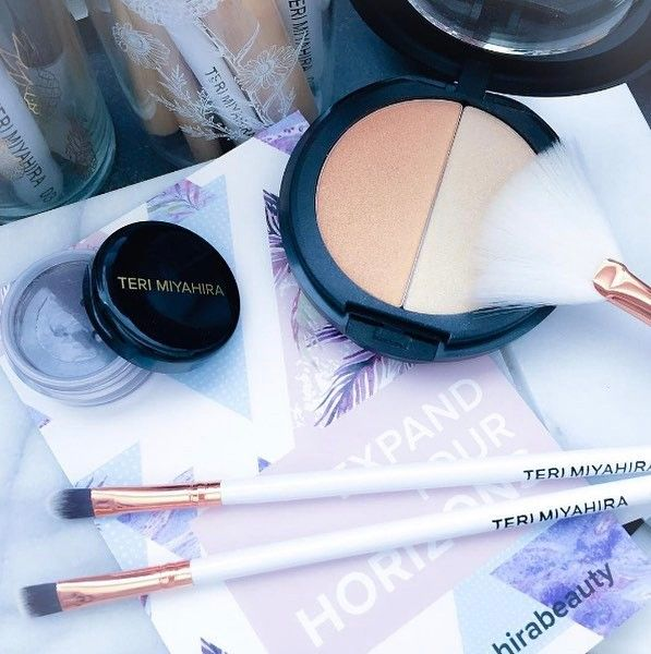 I spy a collection of the #TeriMiyahiraBeauty box brushes in the background!!!   Are you guys getting excited for summer to sport this highlighter duo?  New May boxes ship in the next few days and we're using USPS from now one  Thanks to my girl @cleancurator for this photo!  If u missed the last box Waitlist registration for the next June box (shipping end of May) is now open! Click link in bio if u haven't tried our monthly box yet!  Always 2 X full-sized makeup plus other goodies that…