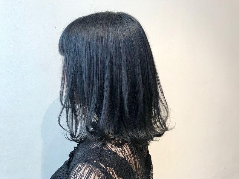 次のヘアカラーは ブルーブラックへシフト 透明感を手に入れよう
