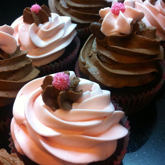 Choco & strawberry cupcakes!