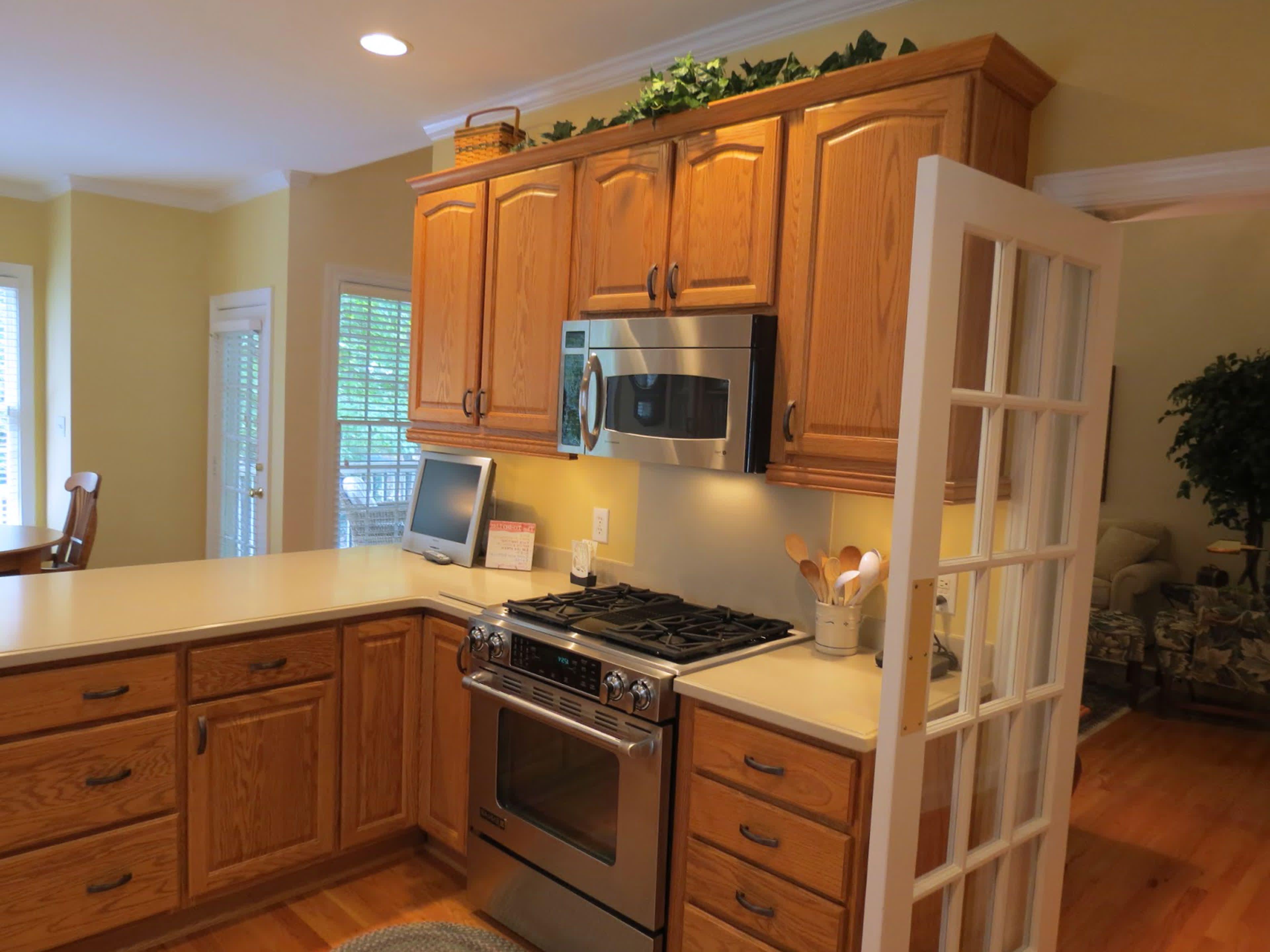 Kitchen Paint Colors With Oak Cabinets Kitchen Paint Color ...