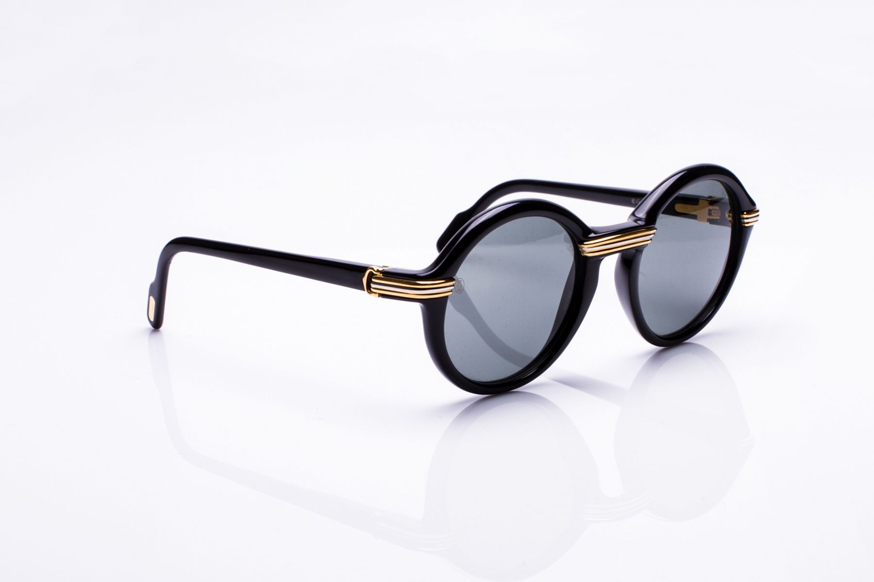 acf76172e751 Here s 17 Vintage Frames Streetwear Brands Try to Imitate
