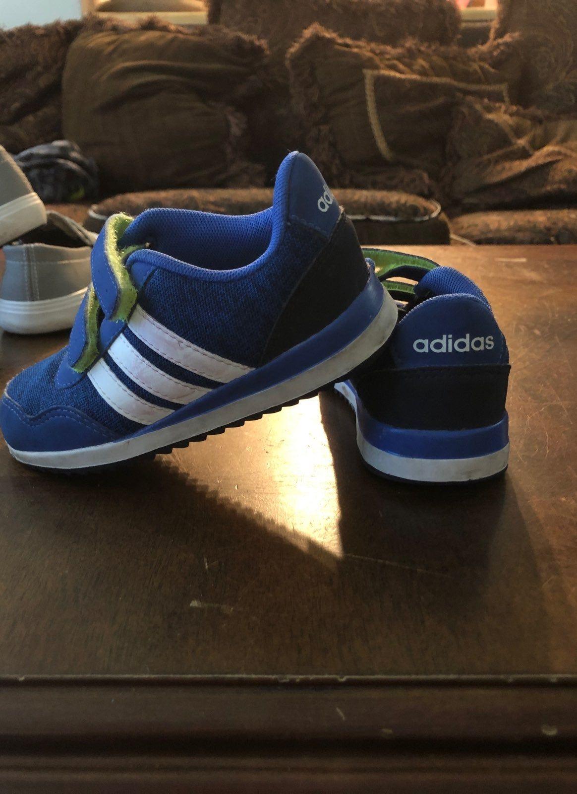 Boys size 7k blue green Velcro sneaker