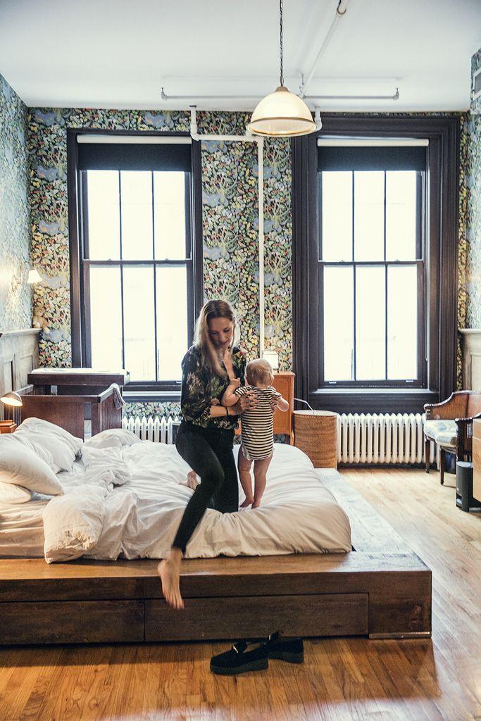 Platform Bed Bedroom Sets: Bedroom With Wooden Platform Bed And Botanical Wallpaper