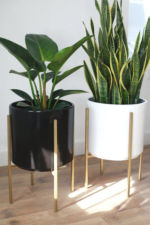 Large Mid Century Modern Planter With Gold Metal Plant Stand Etsy Plant Decor Indoor House Plants Decor Mid Century Modern Planter