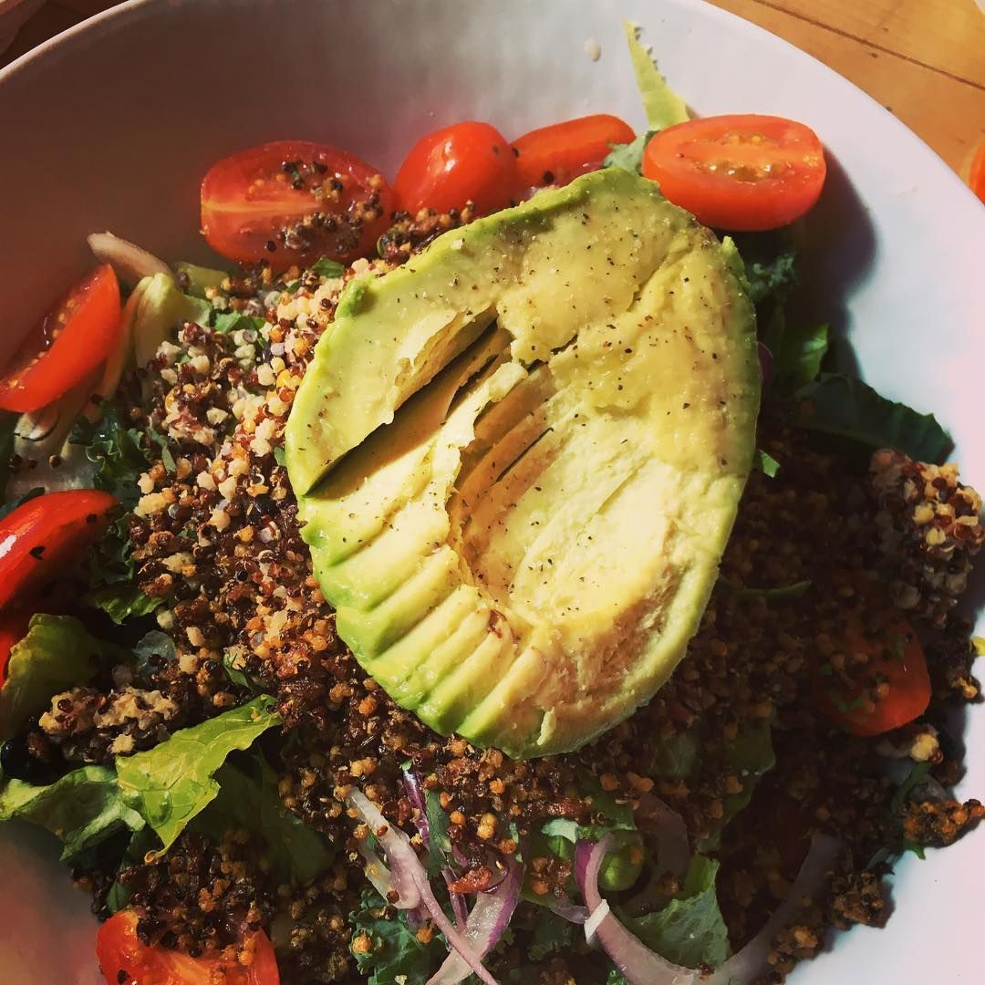 Throwback to Wednesday's lunch at @mendocinofarms I woke up craving this superfoods salad! #healthyeating #healthyfood #vegandining #whatveganseat #veegmama