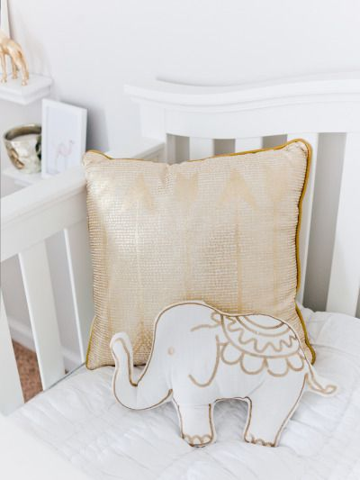White and gold nursery inspiration: http://www.stylemepretty.com/2015/02/12/a-heavenly-white-gold-nursery/ | Photography: Elsy - http://elsyphotography.net/