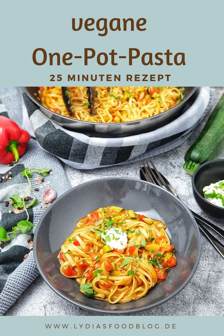 Photo of vegan one pot pasta with peppers and zucchini recipe