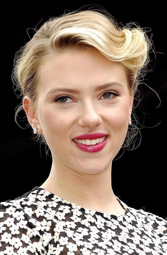 Jolie coiffure style rétro Scarlett Johansson Jolie