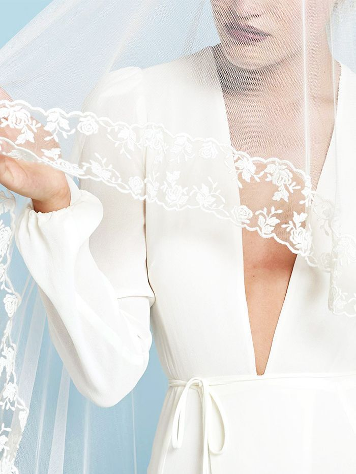 19 Beautiful Wedding Dresses You Can Buy Off The Rack Dresses Wedding Dresses Beautiful Wedding Dresses