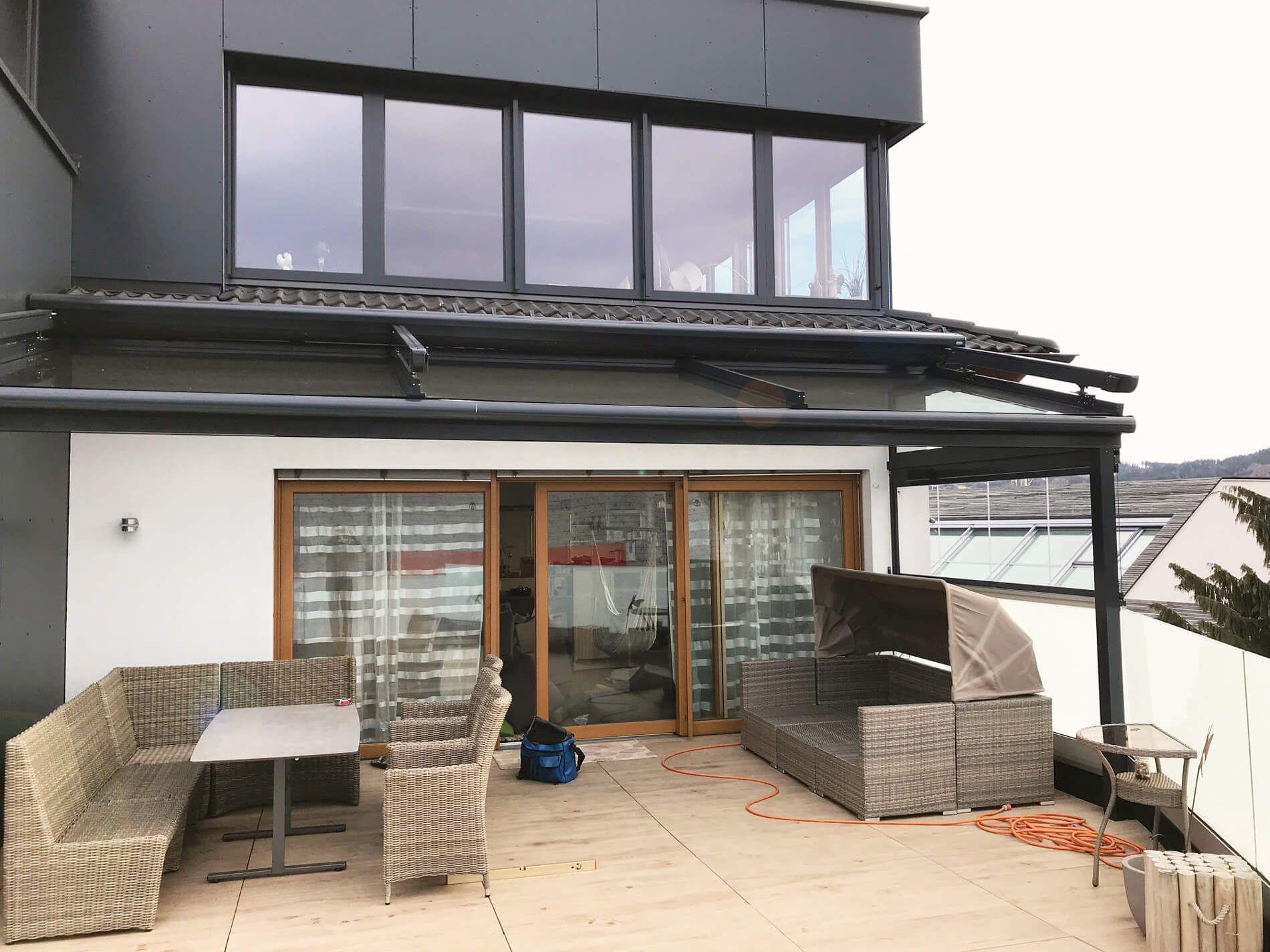 terrassendach glas aluminium, modernes terrassendach aus glas und aluminium mit beschattung, Design ideen