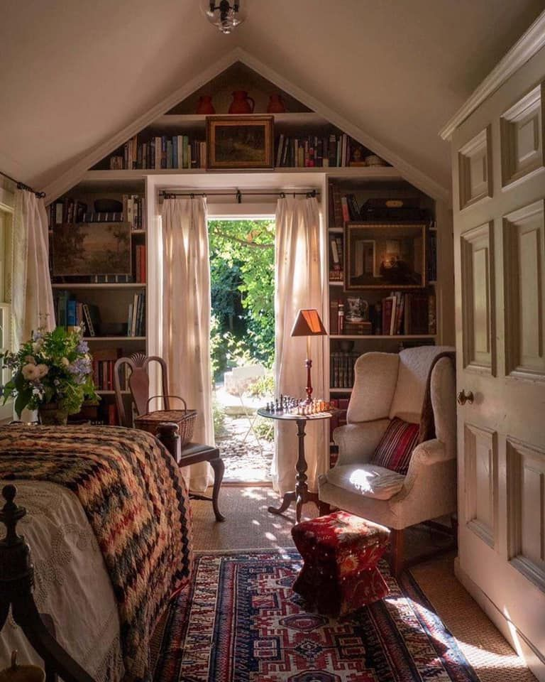 Idea for upstairs bonus room library in 2020 | Guest room ...