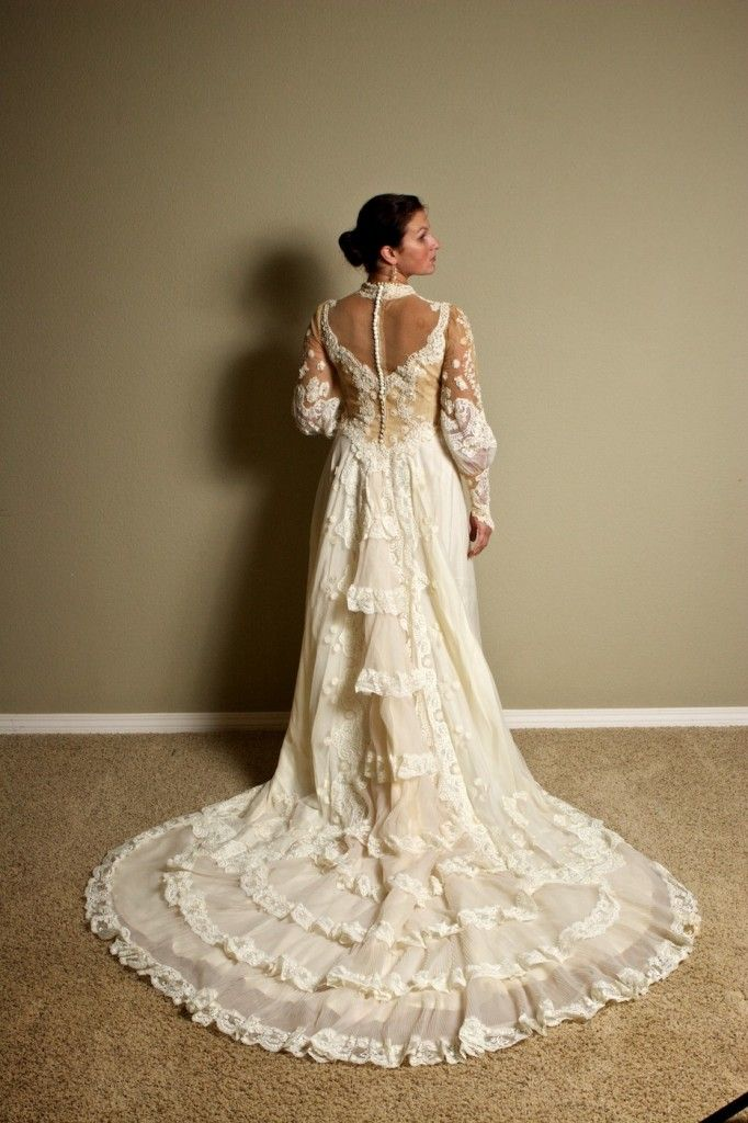 Victorian dresses victorian style wedding dresses for Victorian lace wedding dress