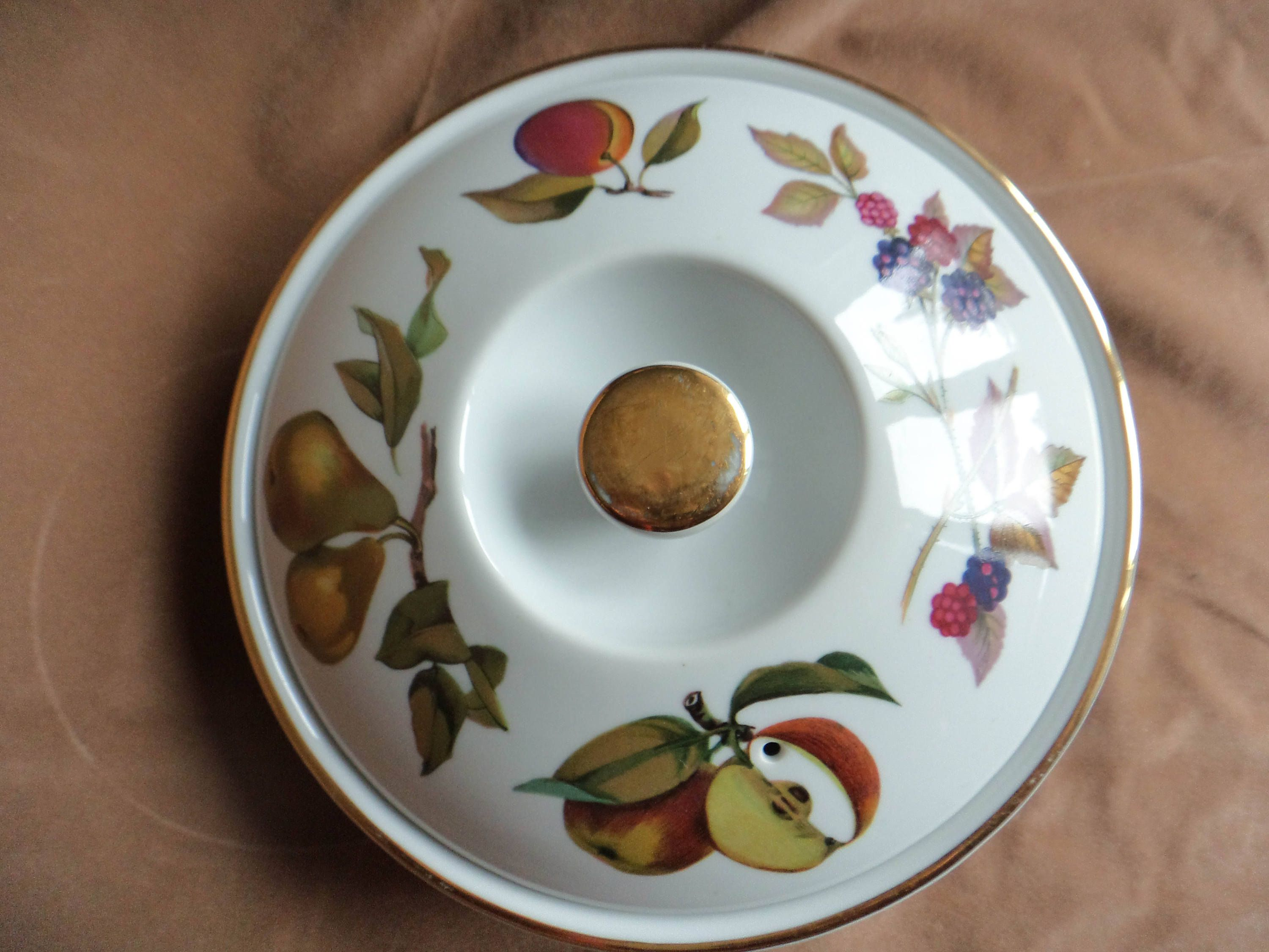 Royal Worcester Evesham Round Entrée Dish And Lid Gold Trim Oven To Table  Ware Made In England