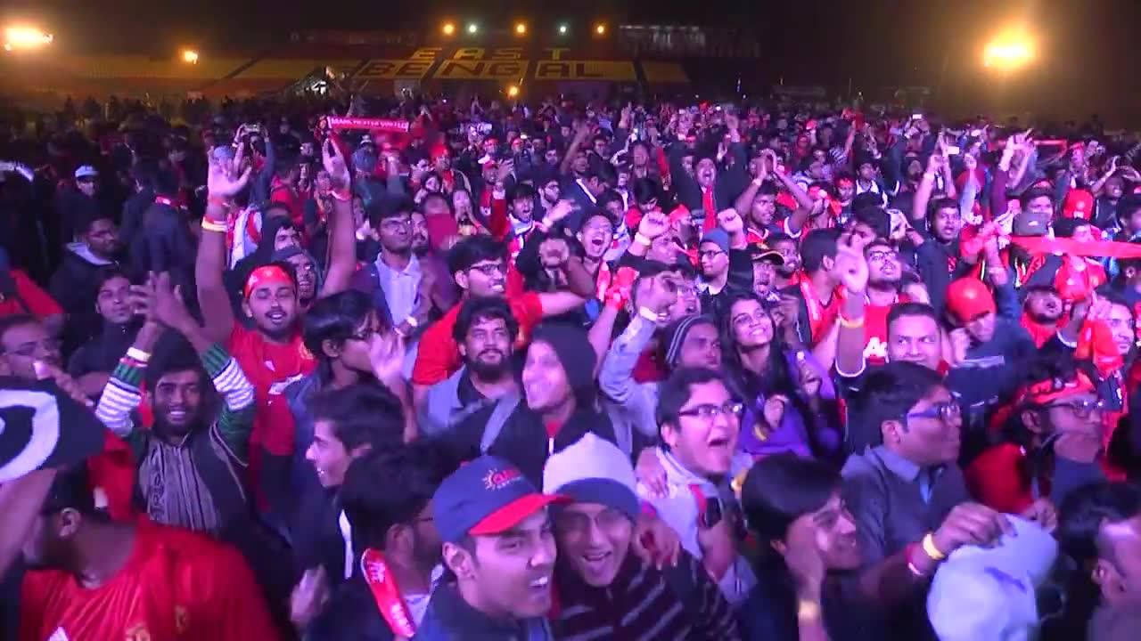 Fans in Kolkata celebrate victory at full-time - get in! #ILOVEUNITED