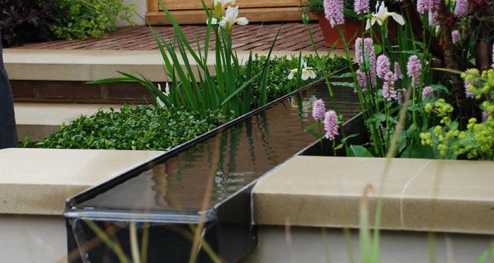 Met weinig ruimte toch nog water in de tuin mooi tuin pinterest tuin water and water - Ruimte van water kleine ruimte ...