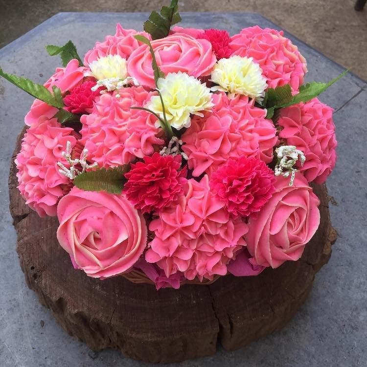30 Blooming Flower Cakes for an Artfully Delicious Way to Welcome ...